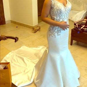 Fitted Wedding Dress size 8 (like a size 4)